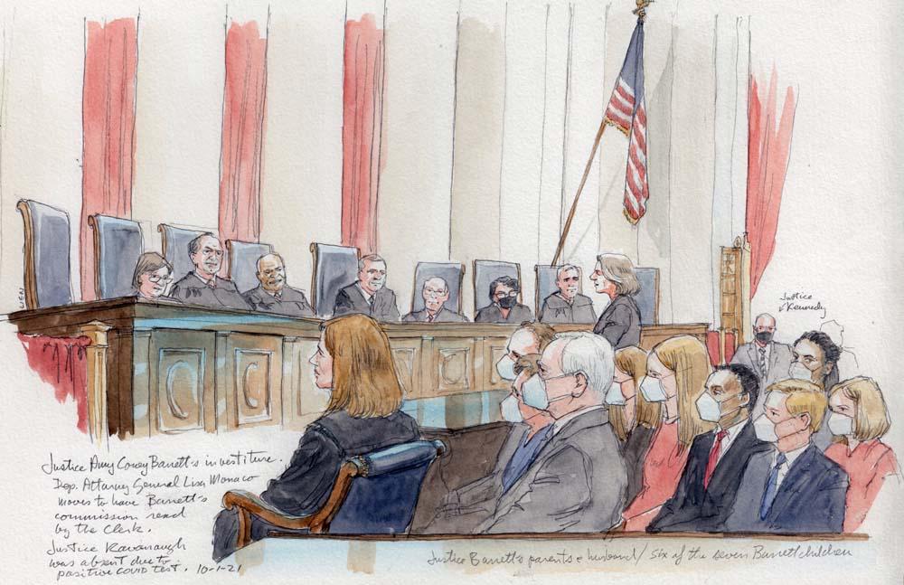 قضات در دادگاه برای سرمایه گذاری بارت ، جمعیتی که از ماسک استفاده می کردند.